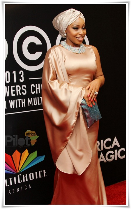 For Africa Magic Viewer's Choice Awards 2013, she rocked the turban matching dress look again, but this time in
